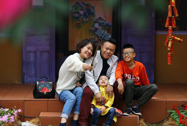 Thích thú với cảnh đi cà kheo tại lễ hội xuân 3 miền ở Hà Nội - Ảnh 4.
