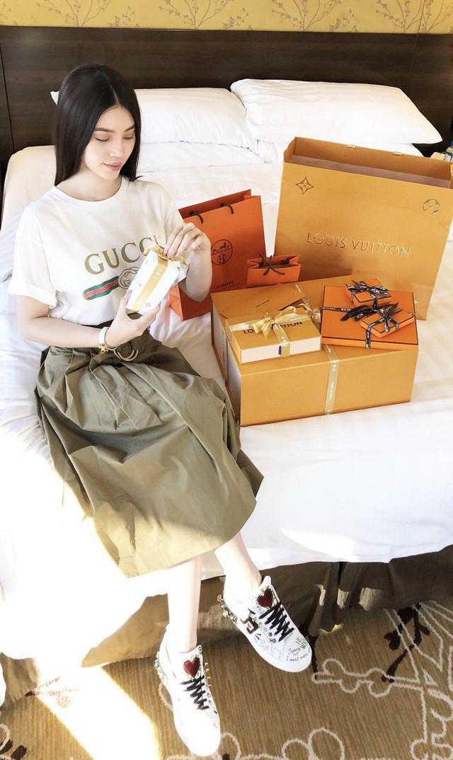 Mỏi mắt ngắm những chiến tích mua sắm của các tiểu thư Hội con nhà giàu Việt - Ảnh 37.