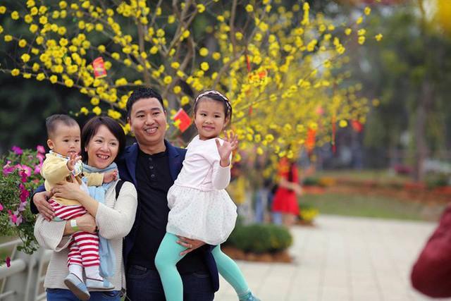 Thích thú với cảnh đi cà kheo tại lễ hội xuân 3 miền ở Hà Nội - Ảnh 8.