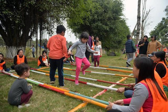 Thích thú với cảnh đi cà kheo tại lễ hội xuân 3 miền ở Hà Nội - Ảnh 10.