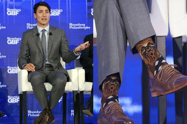 """Chẳng phải trang phục, giờ đây những đôi tất của Thủ tướng Canada mới là thứ người ta muốn """"bóc giá"""" - Ảnh 13."""