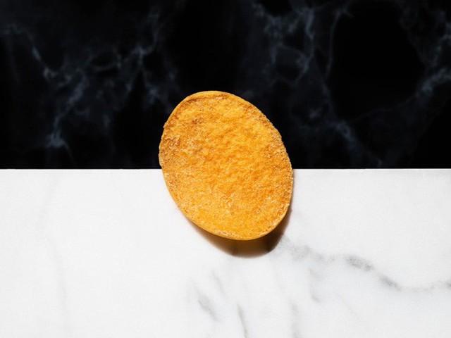 Gần 1,3 triệu cho 1 hộp 5 miếng, đây là món snack khoai tây chiên đắt nhất thế giới - Ảnh 8.