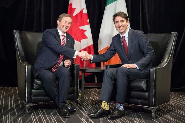 """Chẳng phải trang phục, giờ đây những đôi tất của Thủ tướng Canada mới là thứ người ta muốn """"bóc giá"""" - Ảnh 10."""