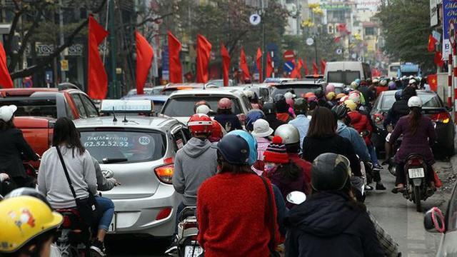 Giao thông Hà Nội bắt đầu tăng tăng nhiệt - Ảnh 3.