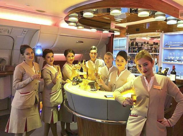 Chuyện nghề giờ mới kể của tiếp viên hãng hàng không Emirates sang chảnh bậc nhất Dubai - Ảnh 1.