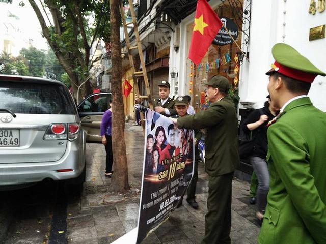 Quận Hoàn Kiếm ra quân lập lại trật tự vỉa hè trong ngày làm việc đầu tiên của năm mới - Ảnh 4.