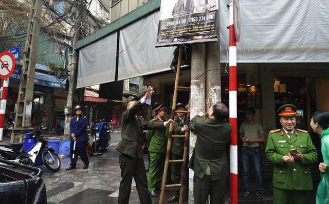 Quận Hoàn Kiếm ra quân lập lại trật tự vỉa hè trong ngày làm việc đầu tiên của năm mới - Ảnh 5.