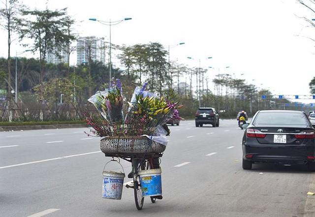 Nhà giàu Hà Nội chi tiền triệu chơi hoa lê rừng sau Tết  Kinh tế - Ảnh 19.