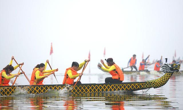 Người dân háo hức xem lễ hội đua thuyền rồng đầu tiên trên hồ Tây - Ảnh 12.