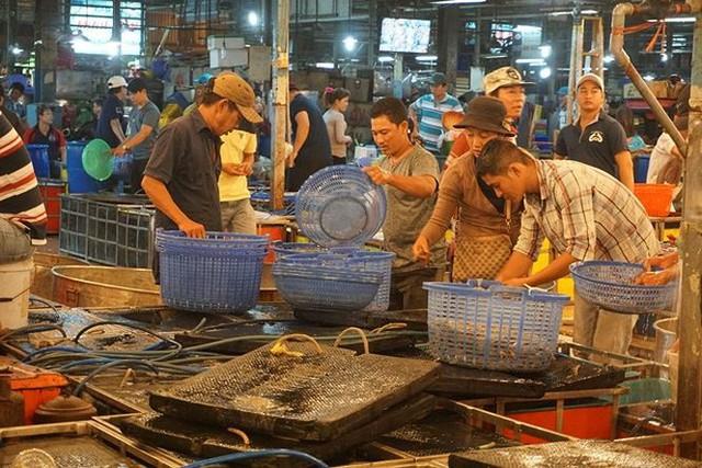 Nhộn nhịp chợ cá lóc trước ngày vía Thần tài   - Ảnh 15.