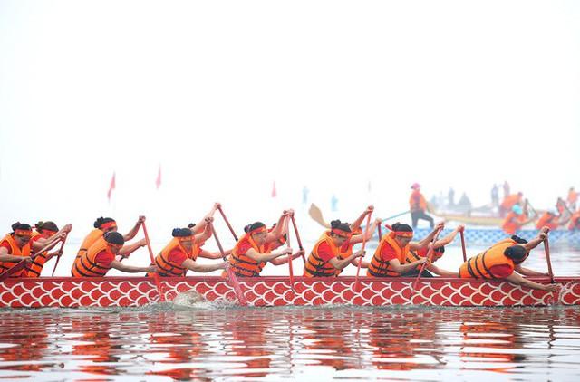 Người dân háo hức xem lễ hội đua thuyền rồng đầu tiên trên hồ Tây - Ảnh 15.