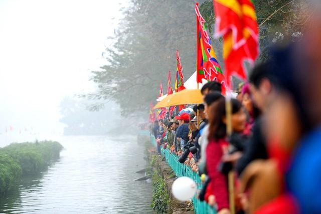 Người dân háo hức xem lễ hội đua thuyền rồng đầu tiên trên hồ Tây - Ảnh 17.