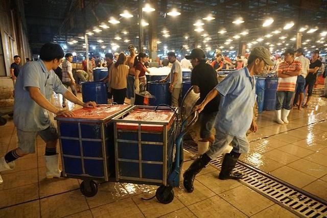 Nhộn nhịp chợ cá lóc trước ngày vía Thần tài   - Ảnh 7.