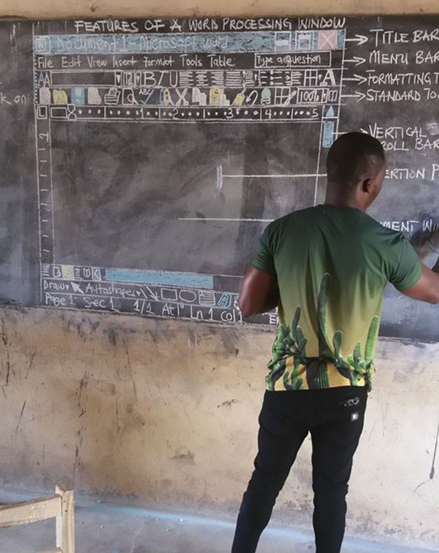 Không có tiền mua máy tính, thầy giáo nghèo vẽ cả màn hình lên bảng để dạy học khiến cư dân mạng xúc động - Ảnh 1.