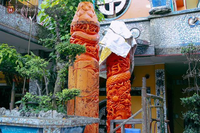 Gặp người chế tác cặp nến khủng nặng cả tấn lập kỷ lục Guinness Việt Nam, được bán với giá 300 triệu đồng - Ảnh 1.