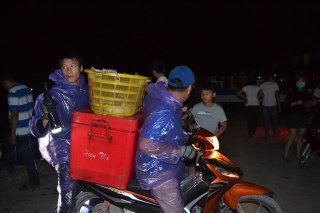 Ngư dân Lý Sơn săn cá đêm kiếm tiền triệu - Ảnh 2.