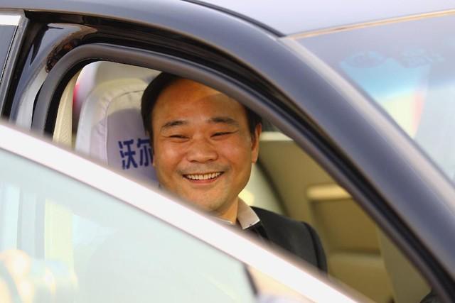 Chân dung tỷ phú Trung Quốc vừa có thương vụ đình đám với Mercedes-Benz - Ảnh 1.
