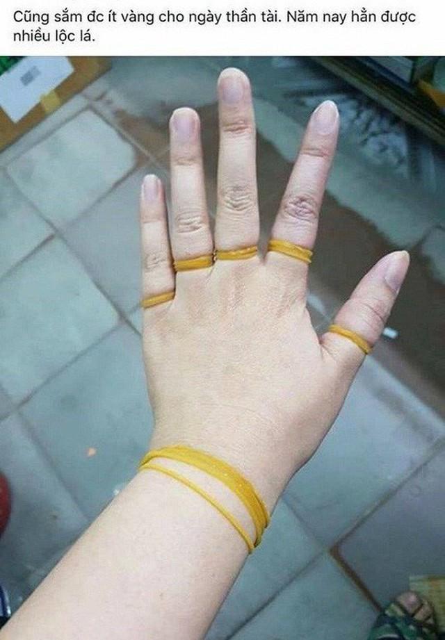 2 thái cực sau ngày vía Thần Tài: Người xúng xính khoe vàng trĩu tay, kẻ ngậm ngùi kể khổ - Ảnh 15.