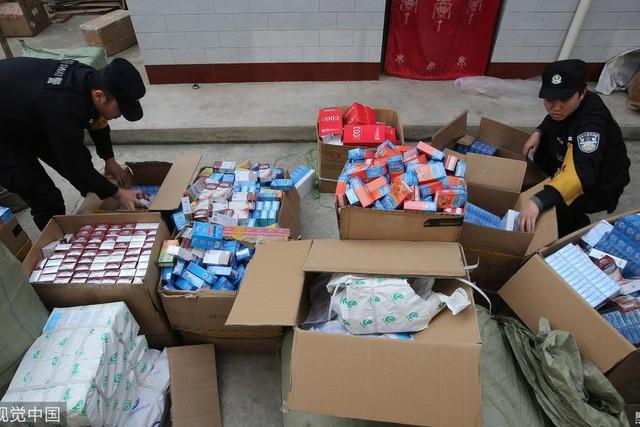 Trung Quốc phát hiện hàng triệu bao cao su Durex, Jissbon, Okamoto giả được bán tràn lan trên Taobao - Ảnh 2.