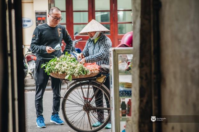 Giữa tiết trời nồm ẩm đầu xuân, có một Hà Nội nên thơ và dịu dàng hương hoa bưởi - Ảnh 7.
