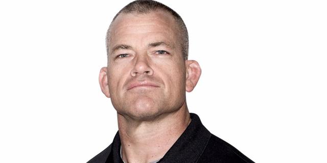 Cựu đặc nhiệm SEAL lý giải vì sao nên tập thể dục thay vì vận động trí óc ngay sau khi ngủ dậy - Ảnh 1.