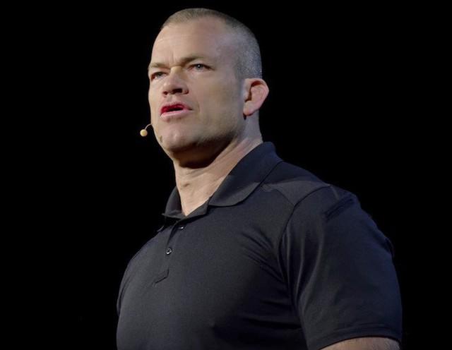 Cựu đặc nhiệm SEAL lý giải vì sao nên tập thể dục thay vì vận động trí óc ngay sau khi ngủ dậy - Ảnh 2.