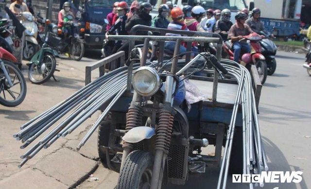 Ảnh: Xe máy chém lộng hành khắp phố Sài Gòn dịp cận Tết - Ảnh 3.