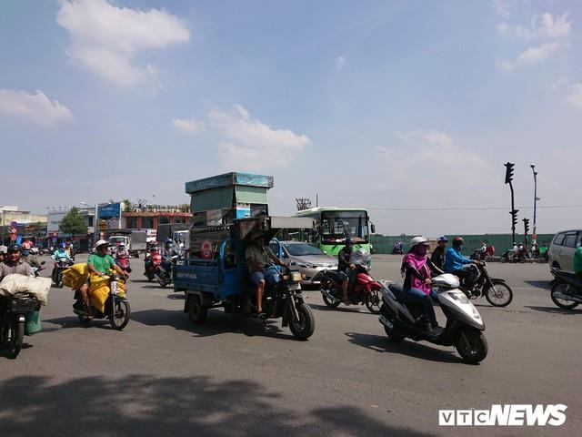 Ảnh: Xe máy chém lộng hành khắp phố Sài Gòn dịp cận Tết - Ảnh 7.
