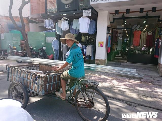Ảnh: Xe máy chém lộng hành khắp phố Sài Gòn dịp cận Tết - Ảnh 8.