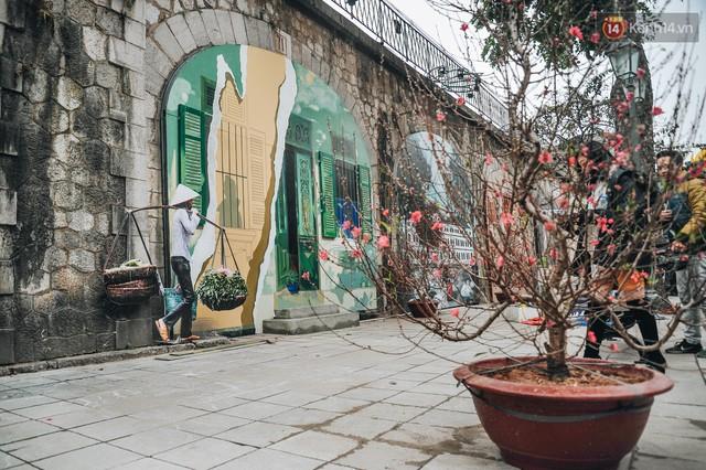 Phố bích họa Phùng Hưng hồi sinh, trở thành phố đi bộ kết nối với không gian chợ Đồng Xuân - Ảnh 9.