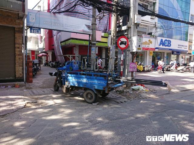 Ảnh: Xe máy chém lộng hành khắp phố Sài Gòn dịp cận Tết - Ảnh 9.