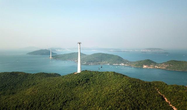 Khánh thành, đưa vào làm việc cáp treo dài nhất địa cầu ở Phú Quốc - Ảnh 3.