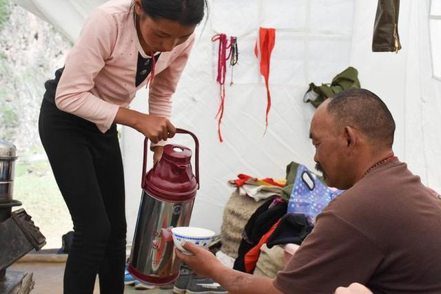 Trà bơ - thức uống phải đi gần 4.000 km mới đến nơi, giúp người Tây Tạng tồn tại hàng ngàn năm giữa cao nguyên lạnh giá - Ảnh 5.