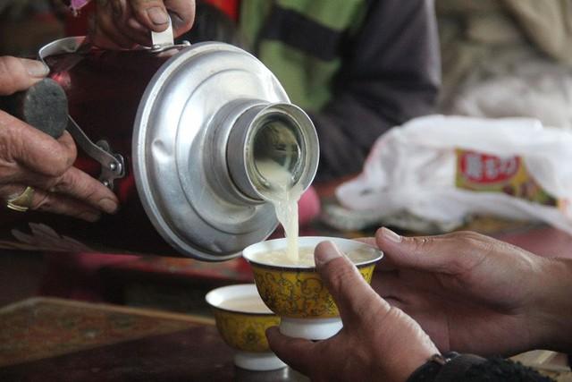 Trà bơ - thức uống phải đi gần 4.000 km mới đến nơi, giúp người Tây Tạng tồn tại hàng ngàn năm giữa cao nguyên lạnh giá - Ảnh 6.