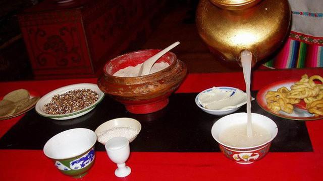 Trà bơ - thức uống phải đi gần 4.000 km mới đến nơi, giúp người Tây Tạng tồn tại hàng ngàn năm giữa cao nguyên lạnh giá - Ảnh 9.