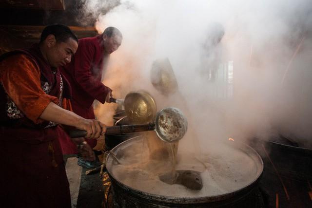 Trà bơ - thức uống phải đi gần 4.000 km mới đến nơi, giúp người Tây Tạng tồn tại hàng ngàn năm giữa cao nguyên lạnh giá - Ảnh 10.
