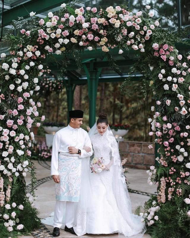 Có gì ở đám cưới cực kì xa hoa của người thừa kế xứng đôi nức tiếng hội con nhà giàu Châu Á  - Ảnh 1.