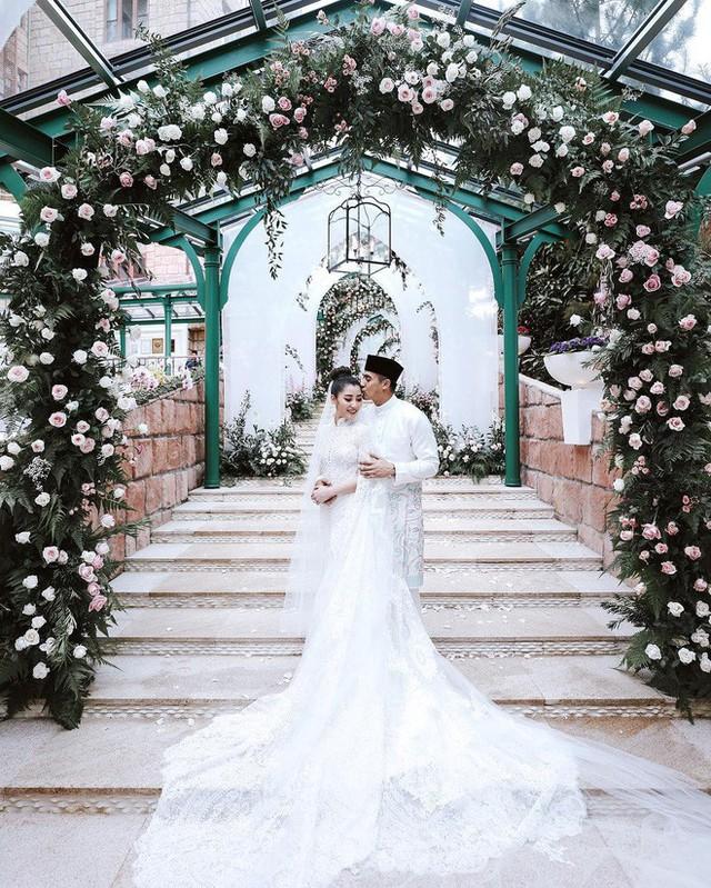 Có gì ở đám cưới cực kì xa hoa của người thừa kế xứng đôi nức tiếng hội con nhà giàu Châu Á  - Ảnh 12.