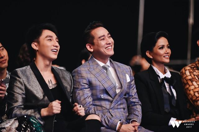 Khoảnh khắc WeChoice Awards: Đẹp nhất là khi Sơn Tùng, bé Bôm và các nghệ sĩ Việt cùng chậm lại trong dòng cảm xúc vỡ òa - Ảnh 16.