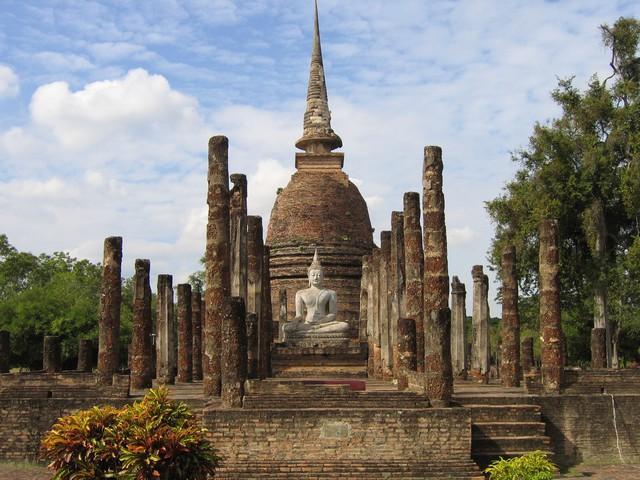 Bức tượng Phật 700 năm bị rễ cây nuốt chửng hé lộ sự tương đồng với nghệ thuật điêu khắc nổi tiếng nhất châu Âu - Ảnh 3.