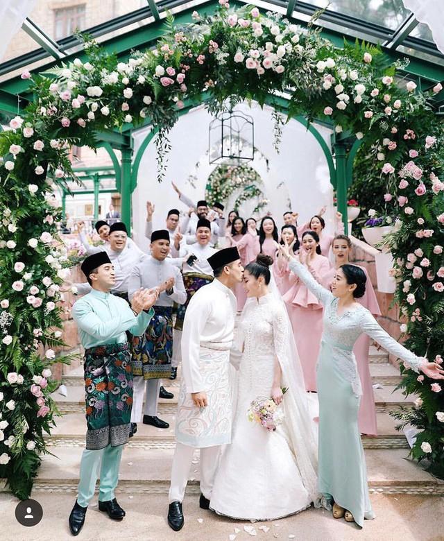 Có gì ở đám cưới cực kì xa hoa của người thừa kế xứng đôi nức tiếng hội con nhà giàu Châu Á  - Ảnh 5.