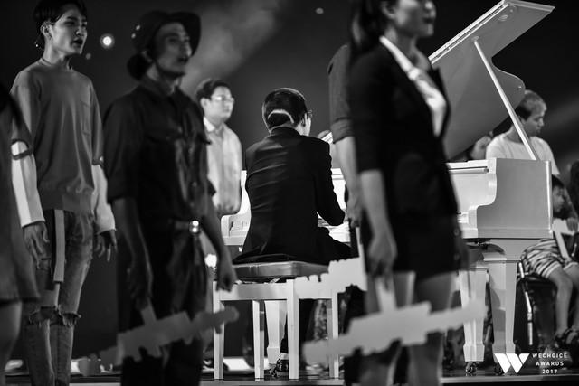 Khoảnh khắc WeChoice Awards: Đẹp nhất là khi Sơn Tùng, bé Bôm và các nghệ sĩ Việt cùng chậm lại trong dòng cảm xúc vỡ òa - Ảnh 6.