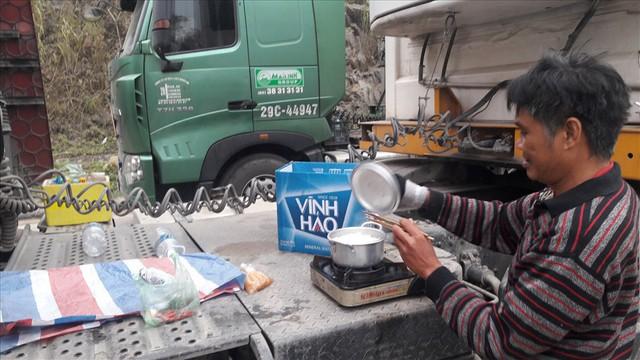 Cửa khẩu Tân Thanh những ngày cận tết: Ùn ứ hàng nghìn xe chở nông sản - Ảnh 1.