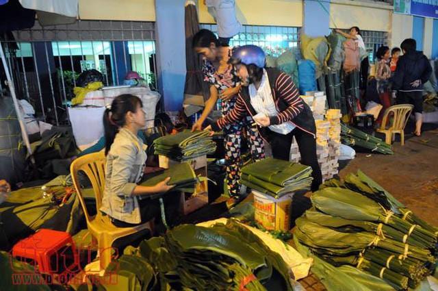 Chợ lá dong, lá chuối tồn tại nửa thế kỷ, chỉ nhóm họp mỗi năm một lần - Ảnh 1.