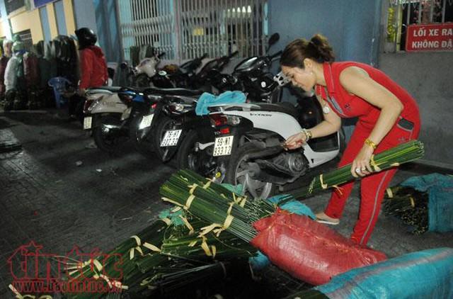 Chợ lá dong, lá chuối tồn tại nửa thế kỷ, chỉ nhóm họp mỗi năm một lần - Ảnh 2.