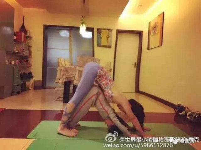 Mới 7 tuổi, cậu bé đáng yêu gây sốt khi trở thành chuyên gia Yoga với hơn 100 học sinh và kiếm được hơn 350 triệu đồng - Ảnh 3.