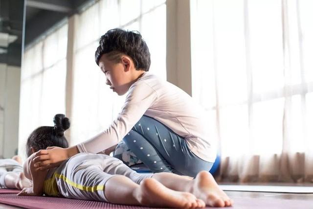 Mới 7 tuổi, cậu bé đáng yêu gây sốt khi trở thành chuyên gia Yoga với hơn 100 học sinh và kiếm được hơn 350 triệu đồng - Ảnh 8.