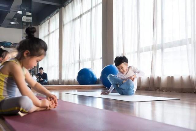 Mới 7 tuổi, cậu bé đáng yêu gây sốt khi trở thành chuyên gia Yoga với hơn 100 học sinh và kiếm được hơn 350 triệu đồng - Ảnh 10.