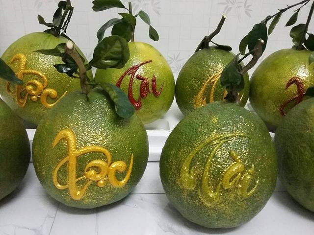 Tết Mậu Tuất: Nhiều loại trái cây độc, lạ thu hút người mua dù có giá tới cả triệu đồng - Ảnh 1.