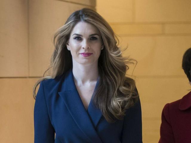 Nữ giám đốc truyền thông xinh đẹp của Nhà Trắng đột ngột từ chức - Ảnh 1.
